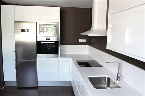 imagenes completamente blancas cocinas modernas en l trendy colores para cocinas pequeas