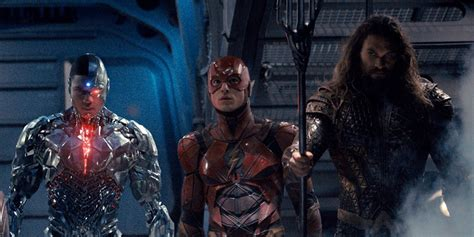 film bioskop justice league jason momoa says the flash is his favorite justice league