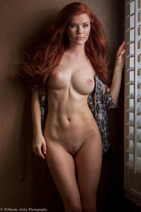 Hot Red Headed Girl Nude Pooping