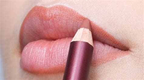 tutorial memakai lipstik agar terlihat tipis tutorial make up natural bibir tebal makeup nuovogennarino