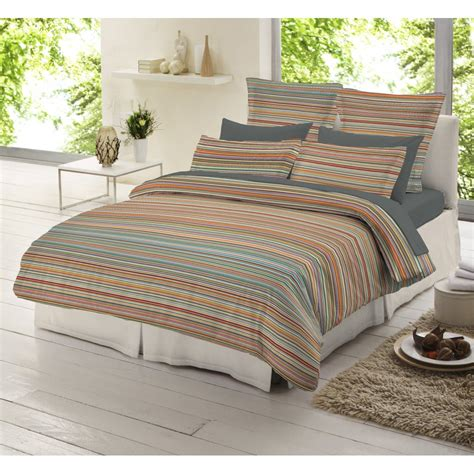 farbige bettdecken striped duvet covers retro bedroom design with striped