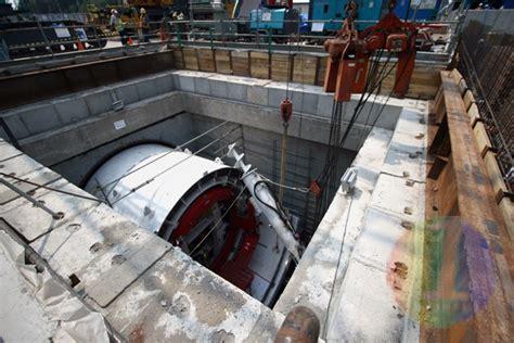 Bor Raksasa satu harapan bor raksasa terowongan mrt mulai dipasang