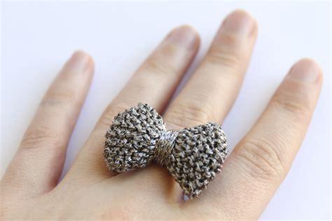 knitting ring bow ring knitted in gun metal grey on luulla