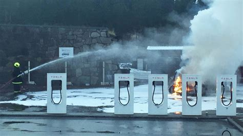 tesla model s burns at supercharger in