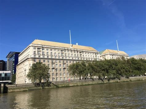 boats from westminster pier to hton court speaker s house elizabeth tower and westminster bridge