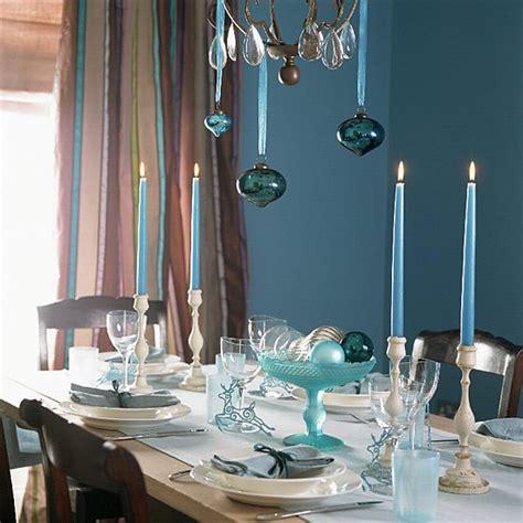 kronleuchter hellblau 45 deko ideen f 252 r den weihnachtstisch ein fr 246 hliches