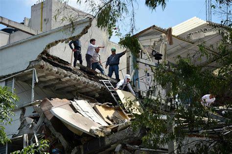 earthquake year mexico earthquake kills hundreds trapping many under