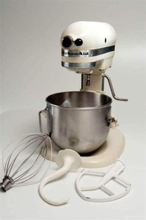 Breville Mixer vs. KitchenAid Mixer   Pastries Like a Pro