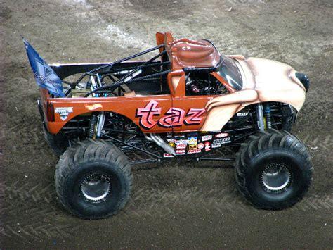 monster truck jam ta fl monster jam raymond james stadium ta fl 035
