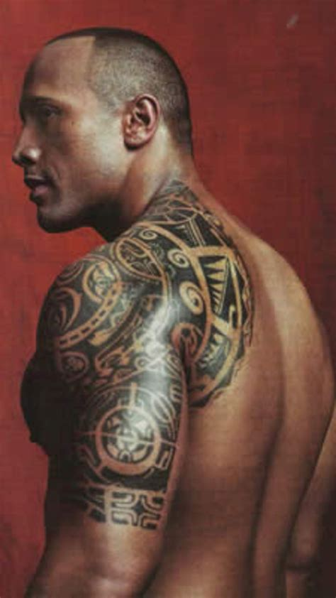 dwayne johnson getting tattoo dwayne the rock johnson wrestler polynesian tattoo