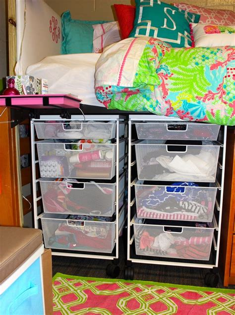 College Bedroom Essentials Best 25 Preppy Bedding Ideas On Preppy