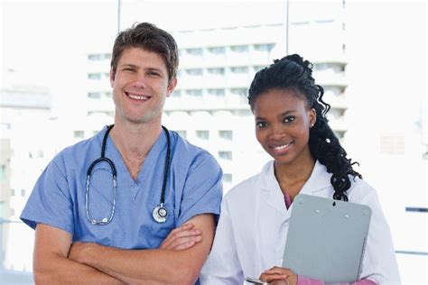 3 reasons why you should become a certified medical assistant