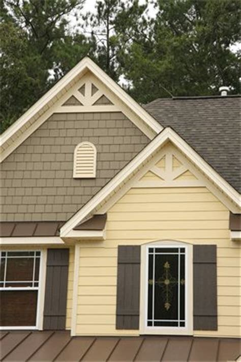 houses with yellow siding best 25 yellow house exterior ideas on pinterest yellow
