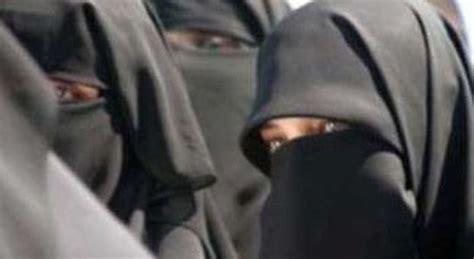 questura marghera permesso di soggiorno in a mestre sale una donna con il niqab l autista