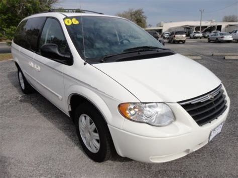 Chrysler Town And Country Specs by 2006 Chrysler Town Country Touring Data Info And Specs