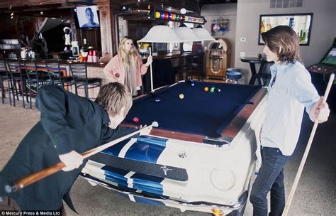 Karpet Meja Billiard kala mobil mobil sangar disulap jadi meja billiard viva