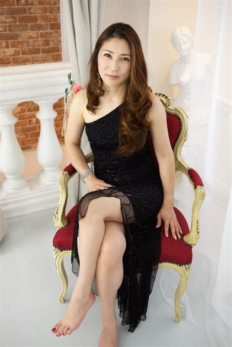 woman sxe japon japanese woman sitting in red and gold chair in black dres