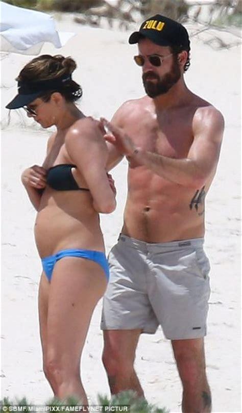 jennifer aniston justin theroux pregnant jennifer aniston pregnant more pregnancy rumors for jen