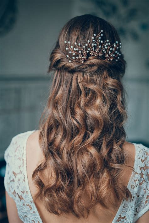 beautiful bridal half up half wedding hair inspiration