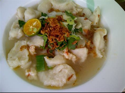 goreng bulat yang bentuknya menyerupai bakso dengan click for details ini nih 10 makanan khas palembang yang wajib dicoba