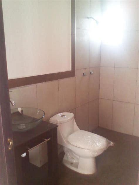 toilette pide foto piso y azulejo interceramic de tac mexico
