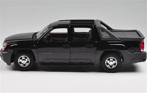 Diecast Welly Chevrolet Avalanche welly black 1 18 diecast 2002 chevrolet avalanche