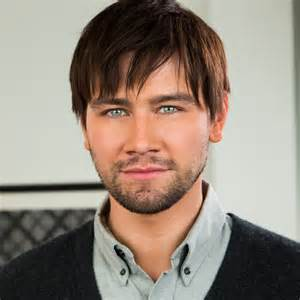 Let love reign cw star torrance coombs talks real life romance