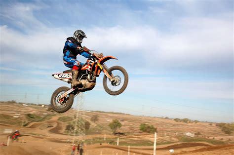how to jump a motocross dirt bike racing jumps www pixshark com images