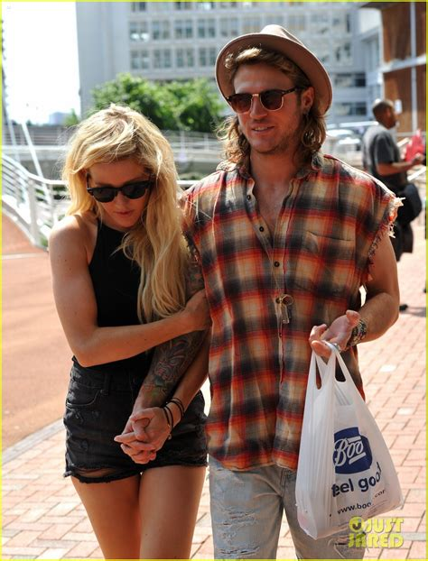 full sized photo of ellie goulding dougie poynter hands