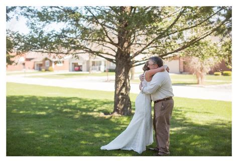 Audrey & Zach Married   Algona Iowa Spring Wedding   Des
