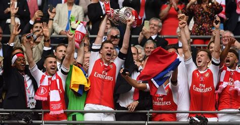 arsenal yesterday results arsenal fans are already celebrating winning the first