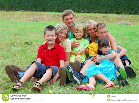 imagenes sobre la familia feliz familia feliz imagen de archivo imagen 2989581
