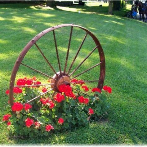 Wagon Wheel Decor Garden Garden Decor Ideas Garden