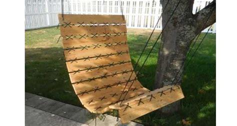 Merveilleux Fauteuil De Jardin Suspendu #3: fauteuil-suspendu-a-faire-en-palette-bois.jpg