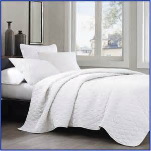 Where To Find Bedspreads White Bedspreads Home Design Ideas