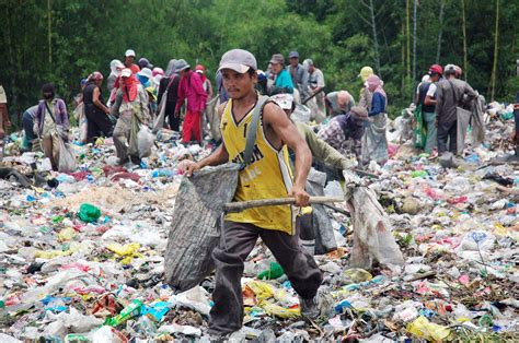 Felisa Syari photo essay scavenging at the felisa dumpsite bulatlat