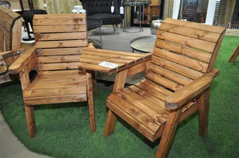garden recliners be close to the nature by using wooden garden furniture