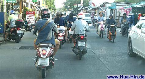 Motorrad Mieten Bangkok by Tuk Tuk Taxi Eisenbahn Autovermietung Und Motorrad
