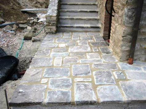 pavimenti in pietra arenaria come costruire una pavimentazione esterna in pietra