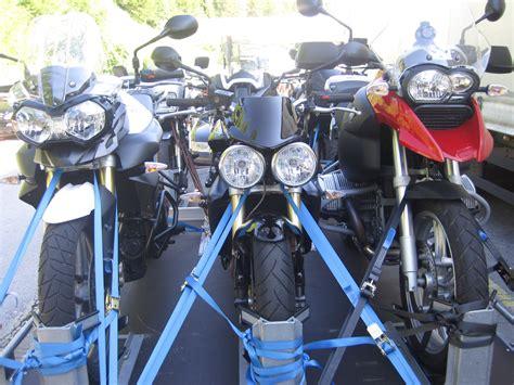 4 Motorräder Transportieren motorradtransport in den urlaub motorrado