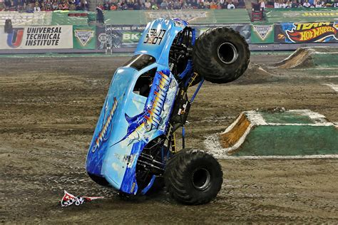 monster jam trucks 2015 steven sims and hooked victorious in ta