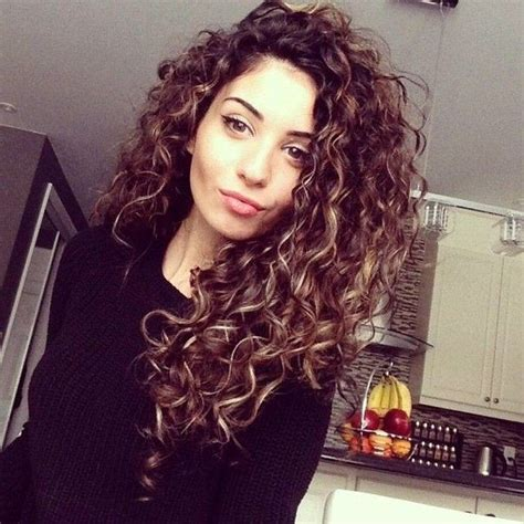 Hairstyles For Hair Only Curls by Best 25 Curly Perm Ideas Only On Perm Hair