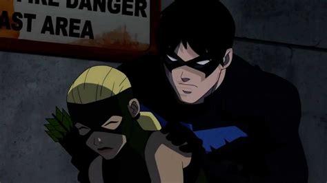 imagenes de nightwing de justicia joven imagen nightwing protegiendo a artemisa jpg wiki
