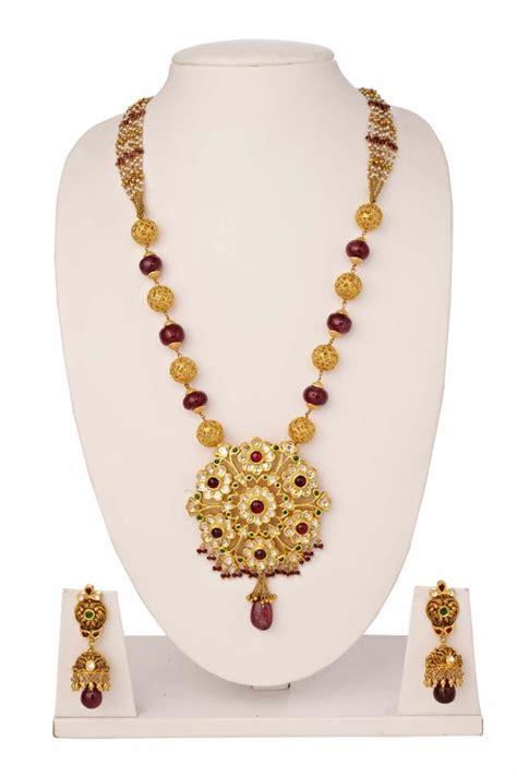 indian jewellery and clothing temple jewellery
