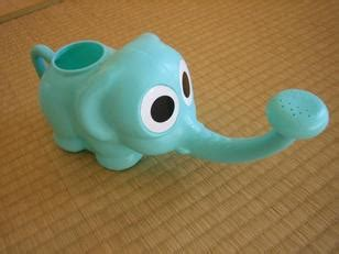 Elephant Watering Pot 100 yen shop chikyu biyori style japan