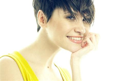 hairstyle ideas when growing out short hair 5 tips for growing out short hair