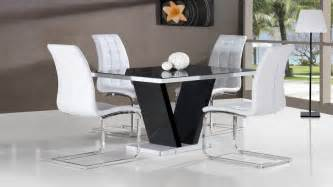 Black And White Dining Table And Chairs Black Glass High Gloss Dining Table And 4 Chairs In Black