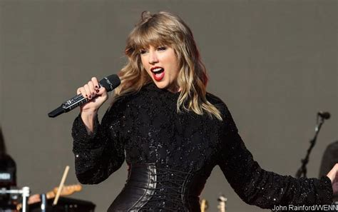 taylor swift delicate number one taylor swift celebrates delicate success after getting