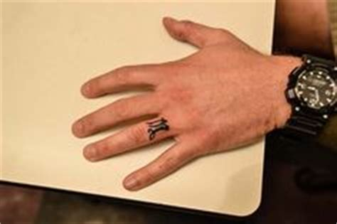 willies tattoo on his finger willie robertson ring finger tat informationdailynews com