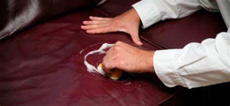 togliere la tappezzeria come pulire la tappezzeria e la carta da parati in casa